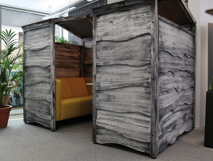 Huddle Rustic Shed Meeting Pod with Colored Sofa