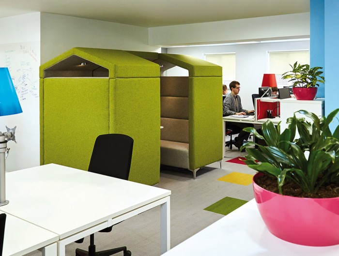 Huddle Upholstered Shed Meeting Pod with Green Finish