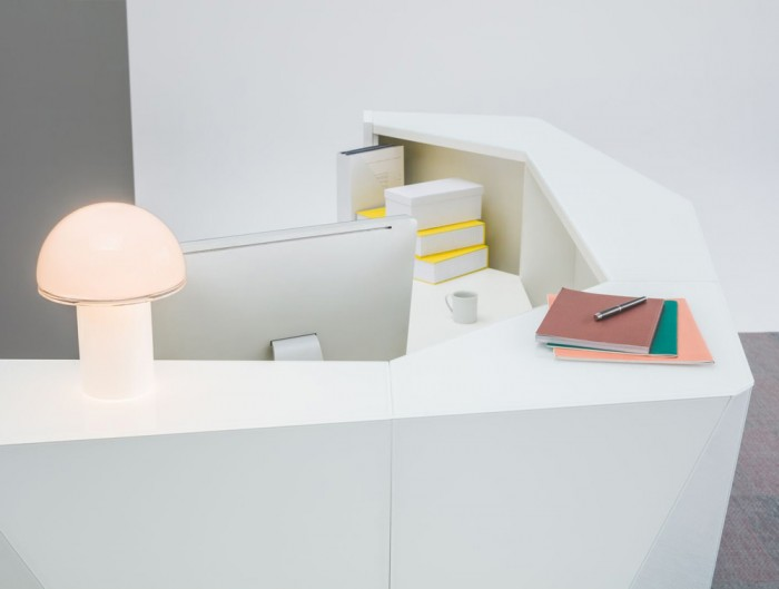 Alpa Reception Desk Summer White with Computer and Lamp