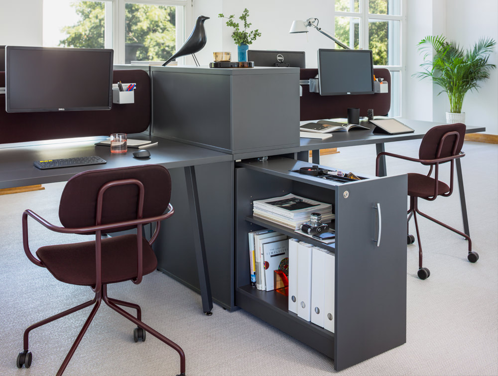 MDD New School Swivel Castor Wheel Chair with Computer and Desk