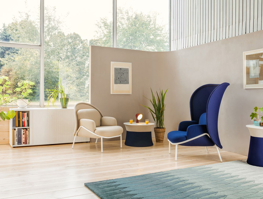 Mesh Armchair with Low Shield and Coffee Table