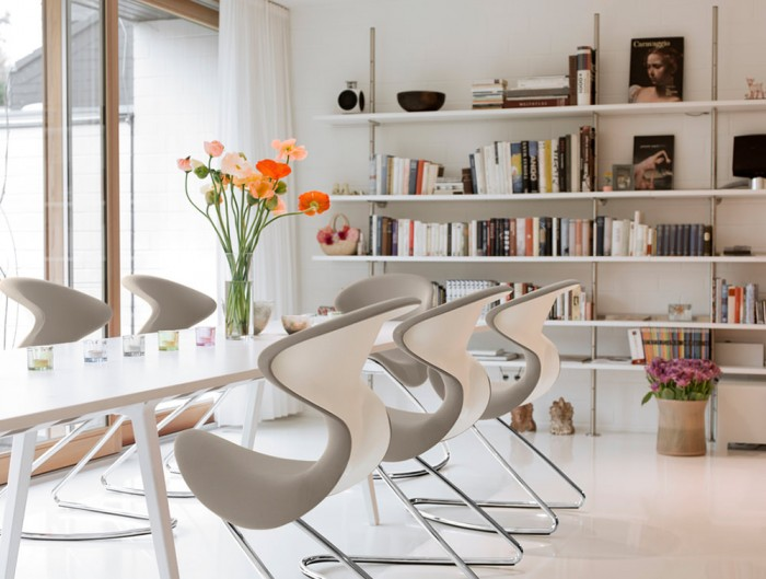 Aeris-Oyo-Ergonomic-Conference-and-Visitor-Chair-in-Living-Room