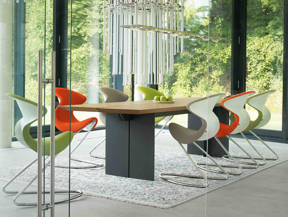 Aeris-Oyo-Ergonomic-Conference-and-Visitor-Chair-in-Meeting-Room