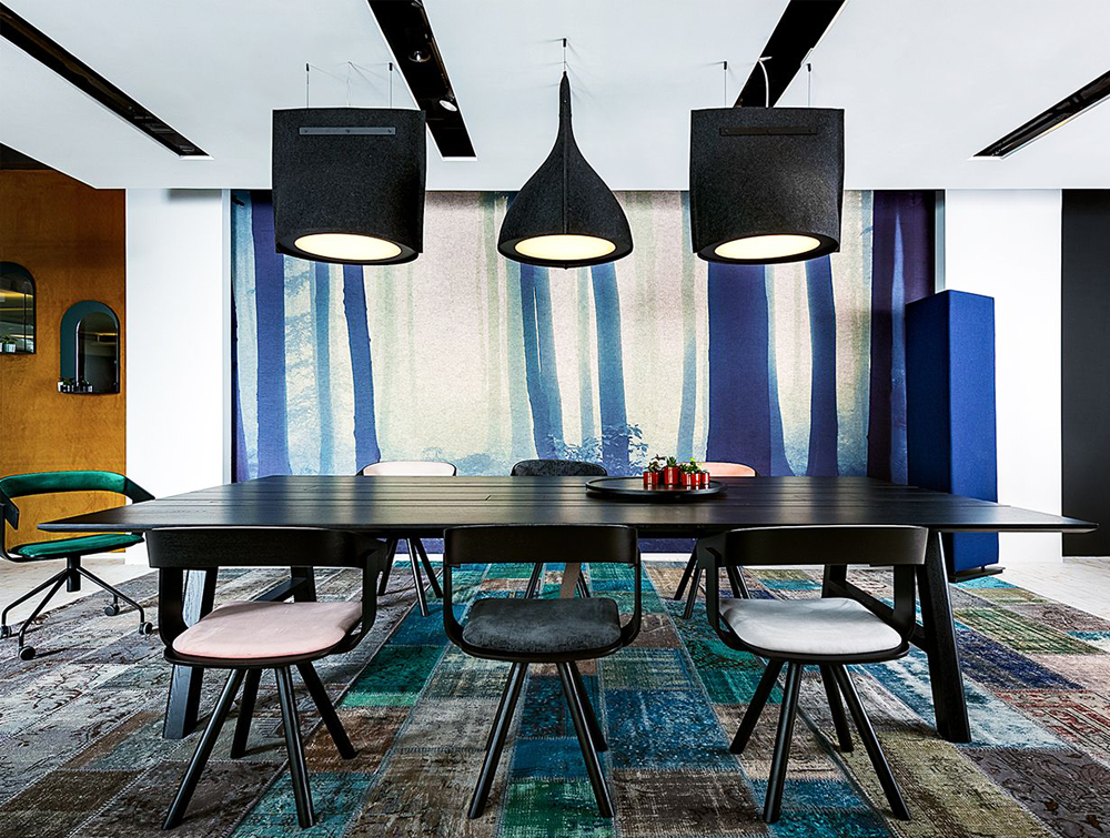 BuzziBell-Acoustic-Pendant-Ceiling-Light-Black-Felt-Finish-Meeting-Room