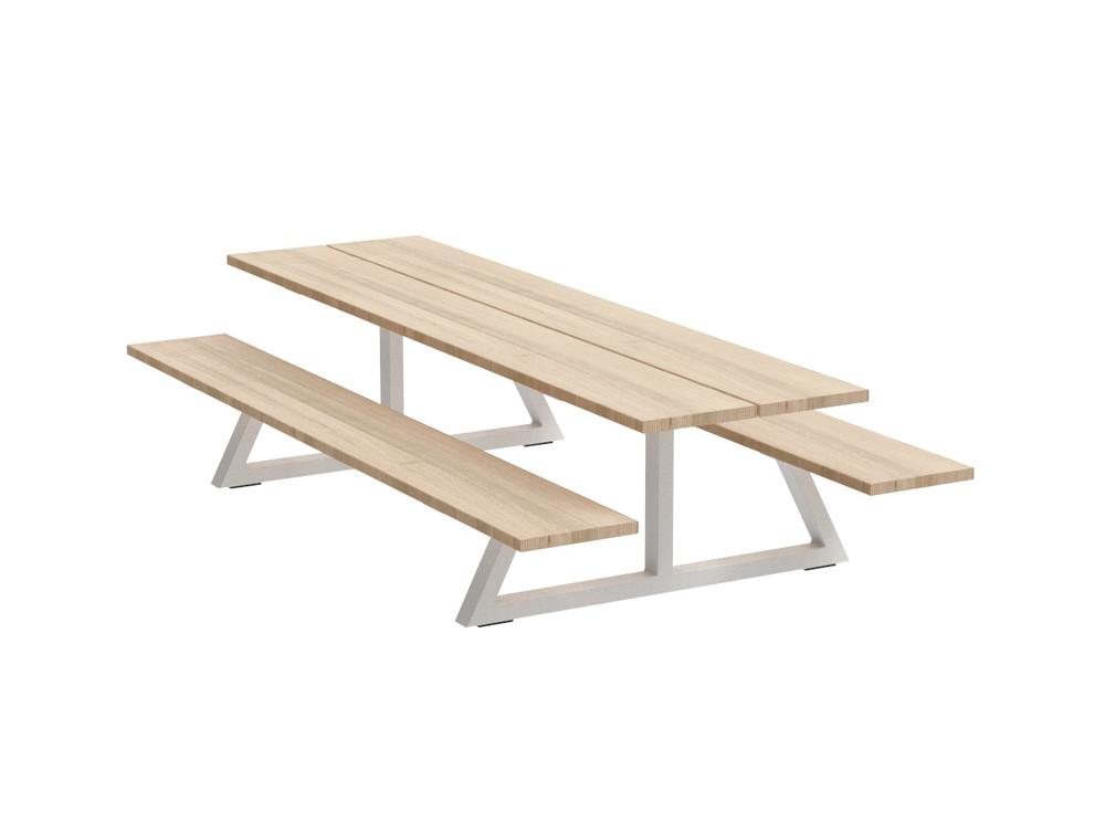 BuzziBreeze Farm Table