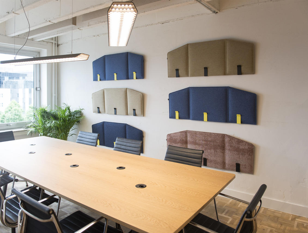 BuzziDesk-Flexible-Acoustic-Workstation-Screen-Wall-Mounted-with-FixWall-in-Meeting-Room