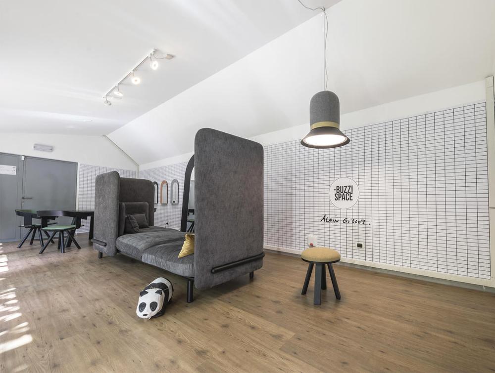 BuzziHat-Large-Acoustic-Pendant-Ceiling-Light-in-a-Break-Room