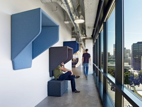 BuzziHood-Wall-Mounted-Acoustic-Phone-Booth-in-Corridor-Office-Blue-Building