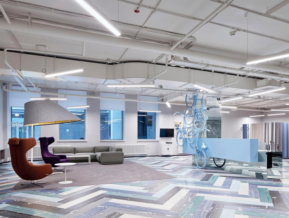 BuzziShade-Acoustic-Freestanding-Overhead-Light-Grey-in-Communal-Lobby-Space