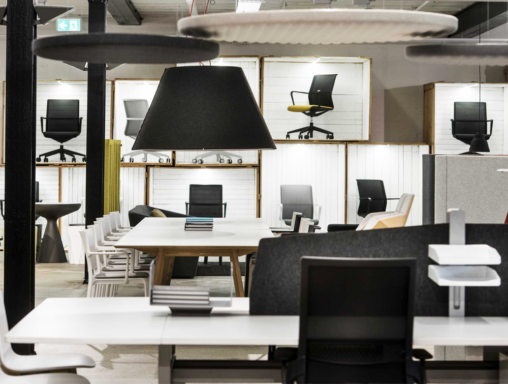BuzziShade-Acoustic-Pendant-Ceiling-Light-Black-in-Office-with-Chairs