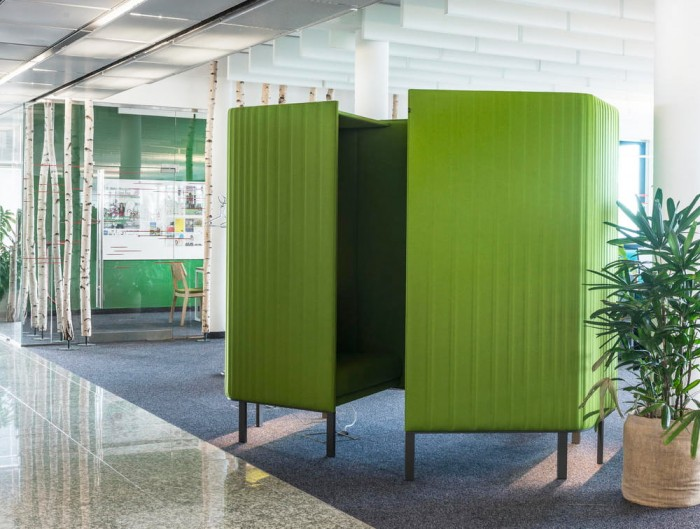 BuzziSpace-Hive-Acoustic-Meeting-Space-Green