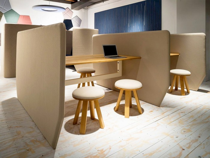 BuzziVille-Meet-and-Club-Modular-Freestanding-Acoustic-Configurations-Beige-with-Stool