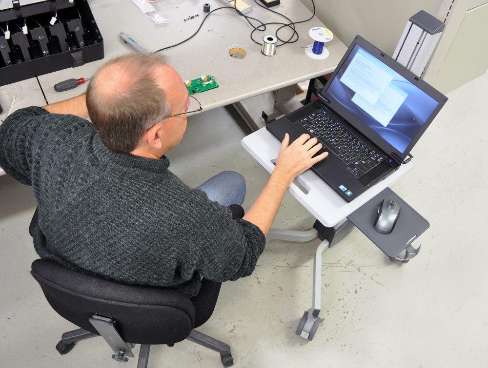 Ergotron Neo-Flex Laptop Cart being used