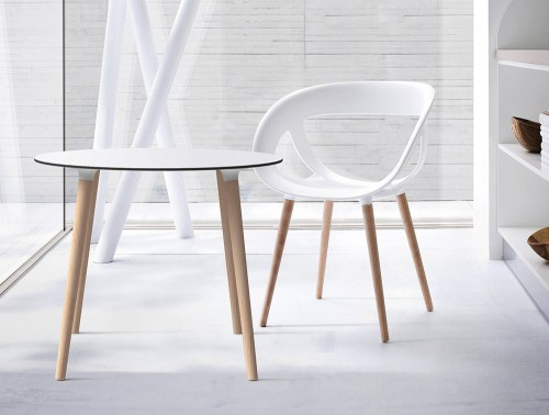 Gaber-Stefano-Table-with-White-Tabletop-and-White-Moema-Chair-with-Natural-Wood-Finish-Legs