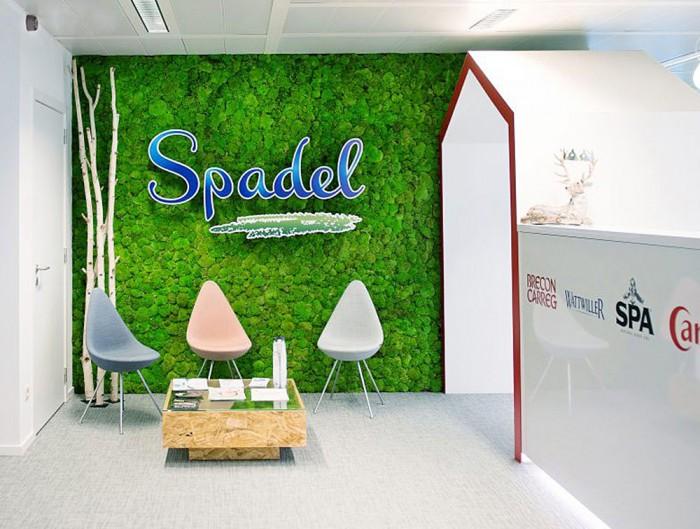 Green-Mood-Green-Walls-Ball-Moss-Spadel