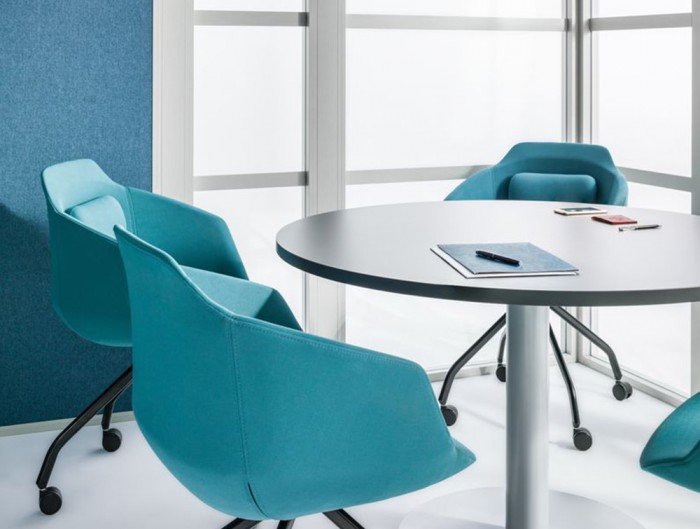 Hako-Multi-Seater-Acoustic-Meeting-Pod-Inside-View-with-Seats-and-Single-Table