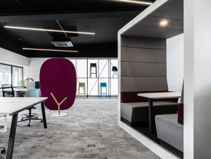 Hush Meet Open Acoustic Meeting Pod in Office