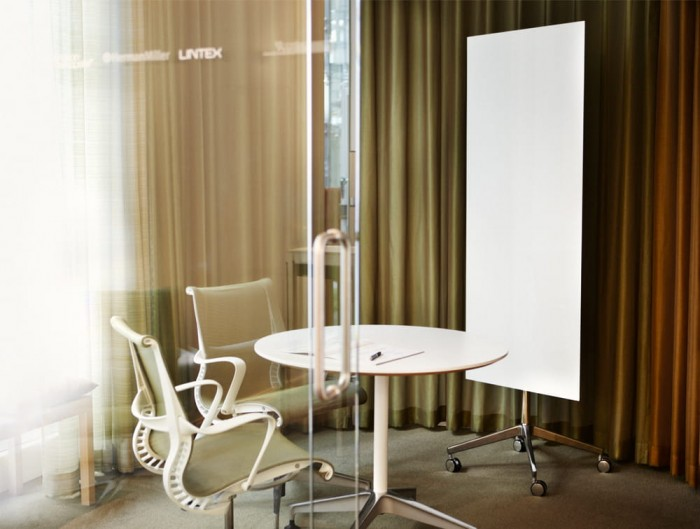 Lintex Mood Polished Rectangular Mobile Writing Board with Aluminium 4-Star Base in Small Meeting Room Round Table and Ergonomic Chairs