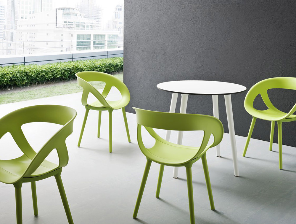 Moema-Stackable-Canteen-Chair-in-Outdoor-Cafe-Area