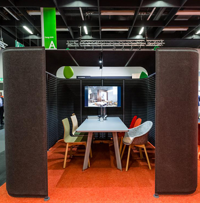 Noti Meeting SoundRoom with Tables and TV