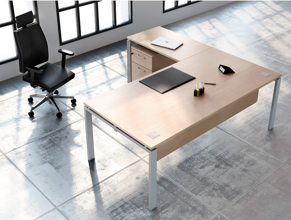Buronomic executive desk with suspended modesty panel