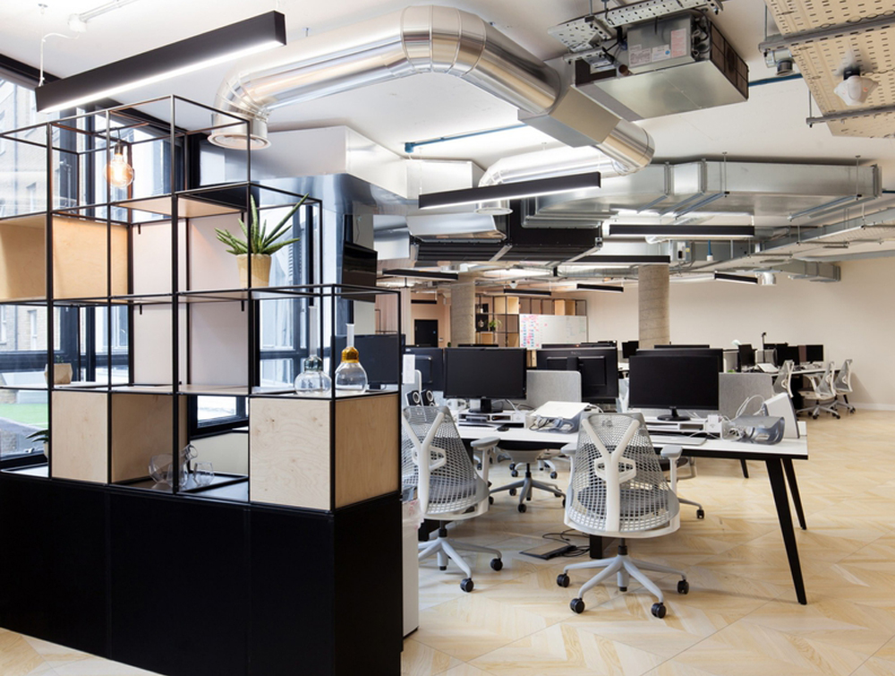 Palisades-Metal-Grid-Office-Space-Dividers-with-Whiteboard-Alcove