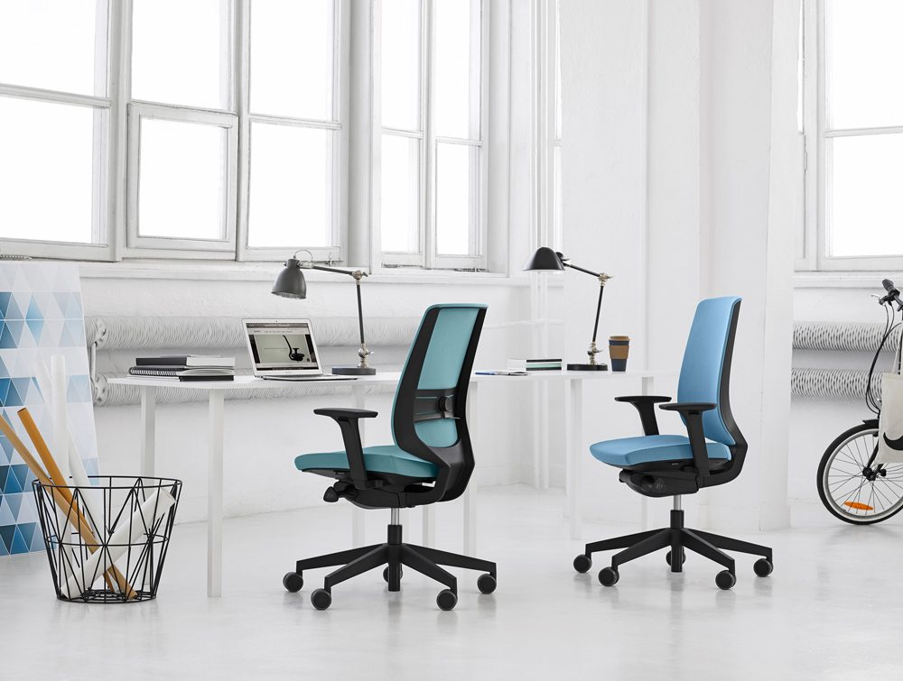 Profim LightUp Ergonomic Armchair in an Office(2)