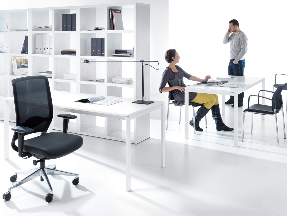 Profim veris net ergonomic chair in mesh without headrest view in an office