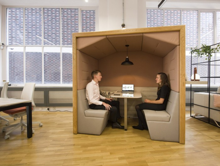 Railway-Carriage-Wooden-Framed-Acoustic-Stanlone-Pod-Open-Plan-Office-Bicolor-with-Palisade-Metal-Grid