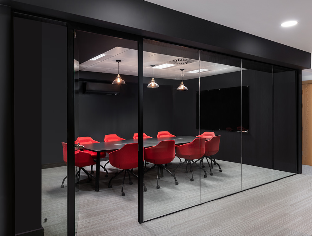 Social Talent Office Layout Red Ultra Meeting Room Chairs with Black Meeting Room Table