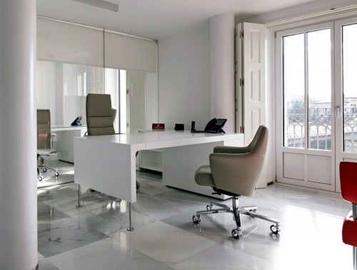 Stelvio Executive and Medium Back Meeting Room Armchairs with White Table
