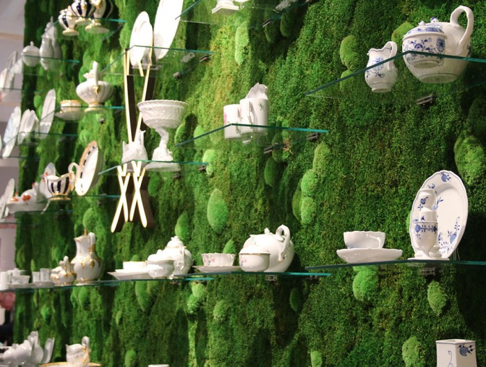 StyleGreen-Preserved-Forest-Pole-Moss-Green-Wall-Display-with-Fine-China