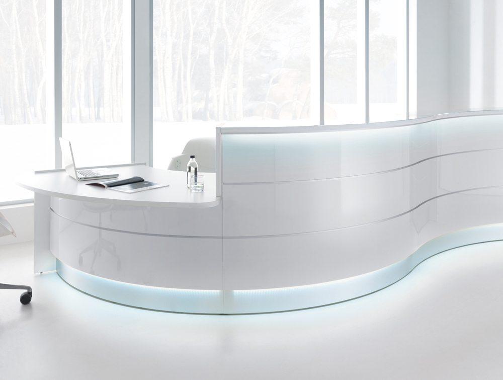 Valde curved circular reception desk in silver
