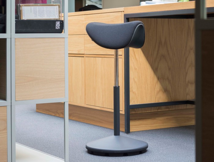 Varier-Motion-Sit-Stand-Stool-with-Dark-Grey-Seat-In-Situ