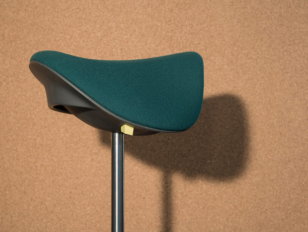 Varier-Motion-Sit-Stand-Stool-with-Teal-Seat-In-Situ