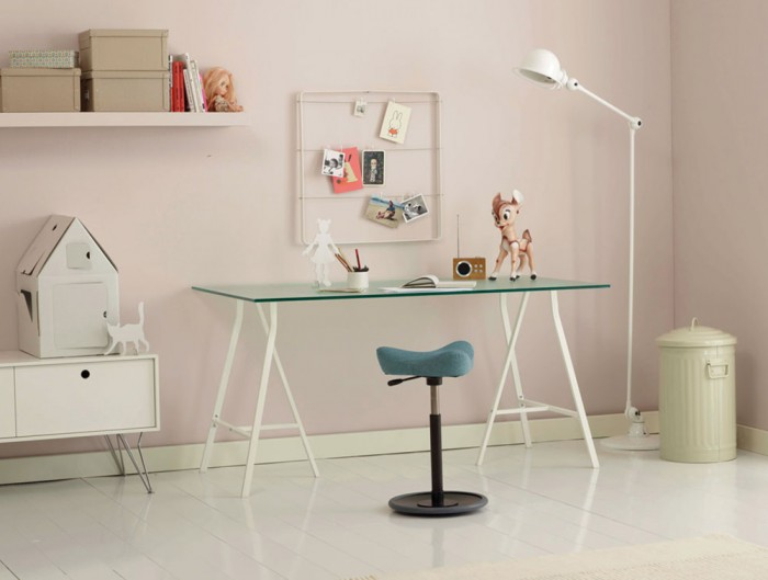 Varier-Move-Small-Sit-Stand-Stool-with-Teal-Seat-and-Black-Base