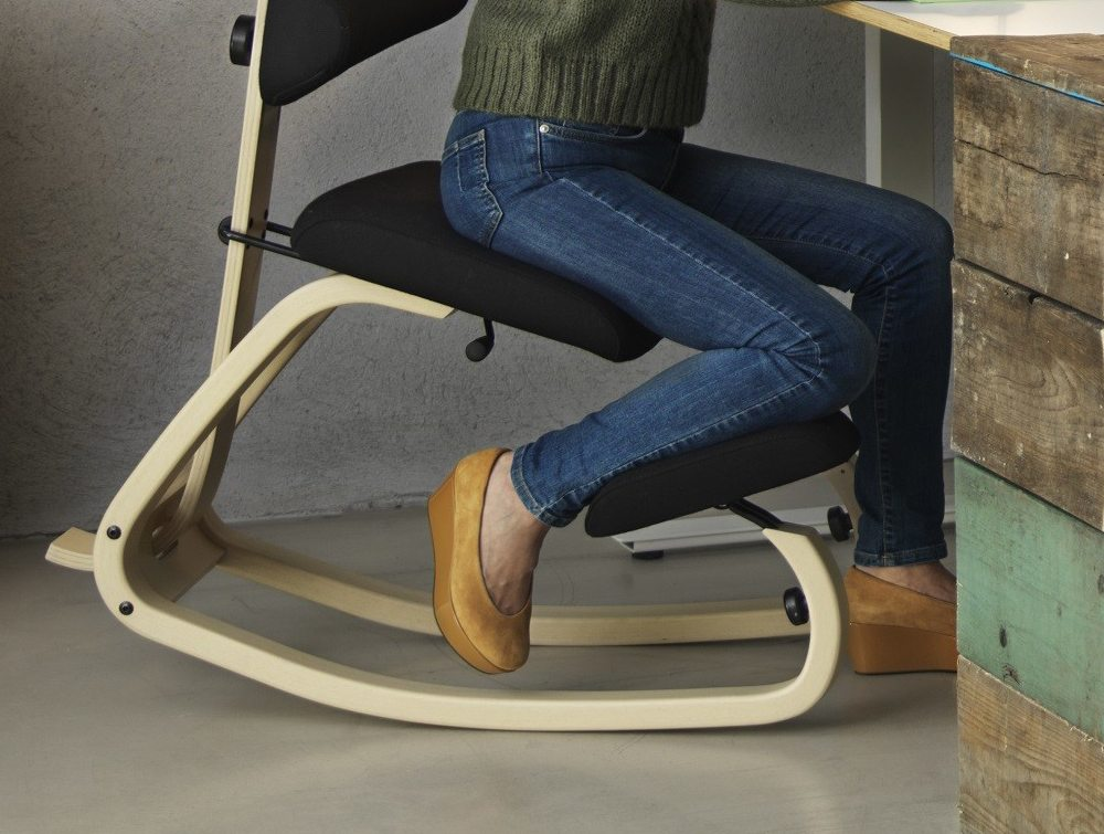 Varier Thatsit Balans Kneeling Chair details with users
