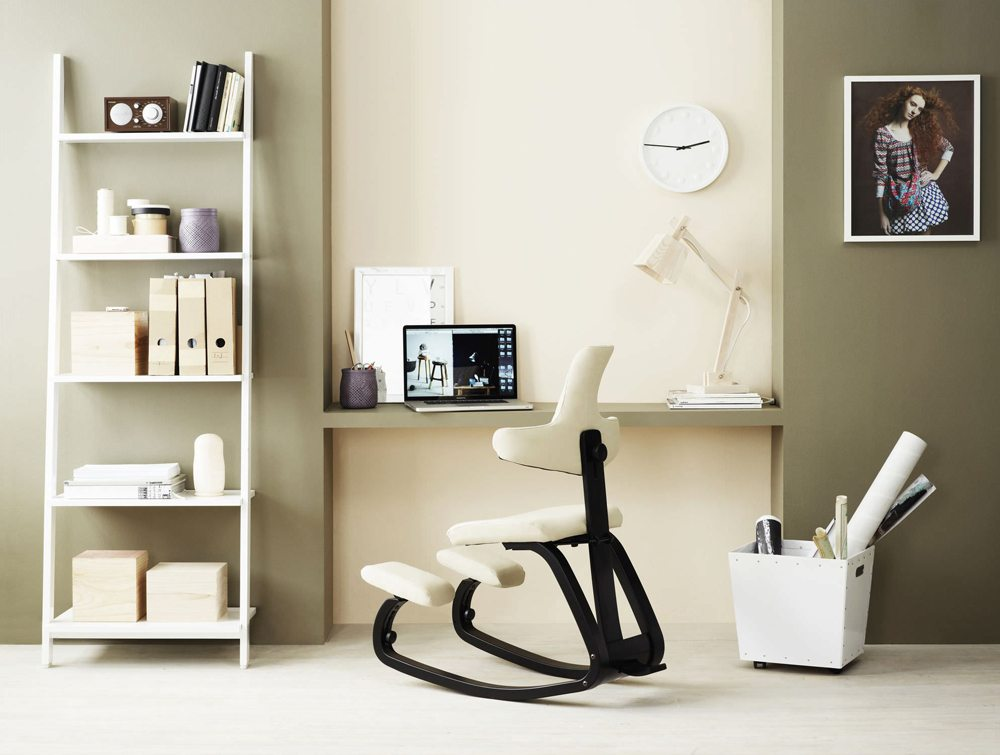 Varier Thatsit Balans Kneeling Chair with users in an office