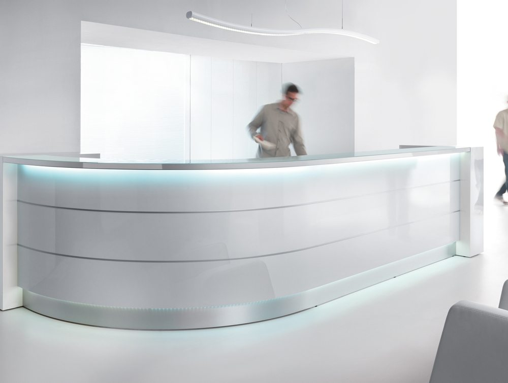Valde curved circular reception desk in silver